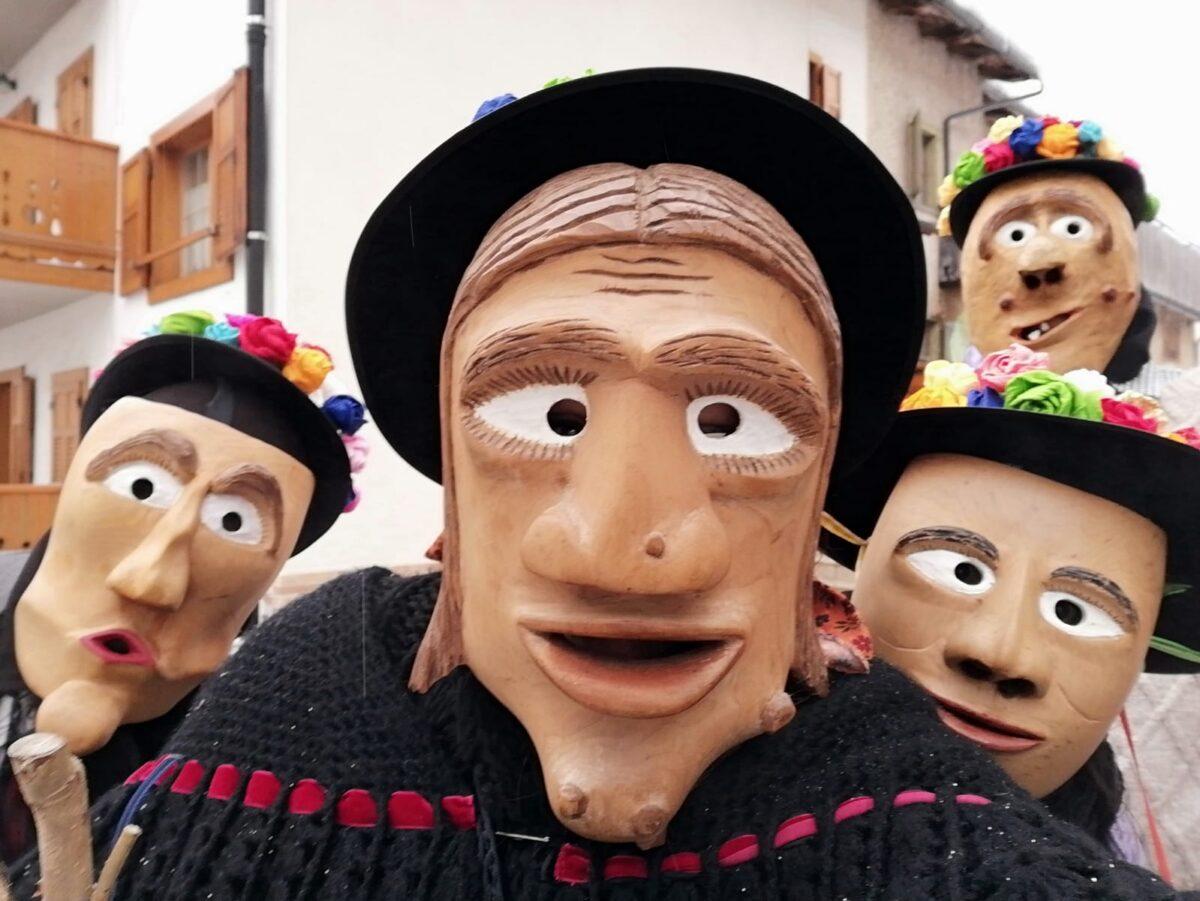 Olt da Riva: maschere di legno delle Dolomiti