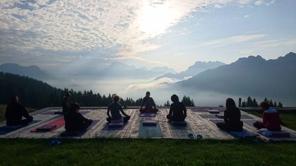 Maria Paula Medina Yoga tra le Dolomiti
