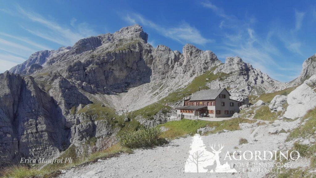 Rifugio Coldai Agordino dove rinascono le Dolomiti