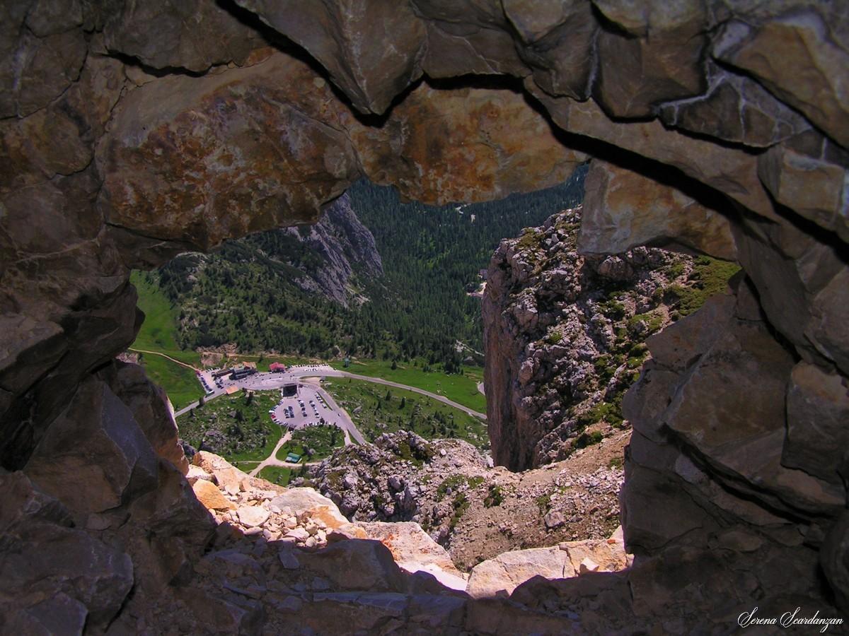 Vista del Passo Falzarego dal Piccolo Lagazuoi di Serena Scardanzan