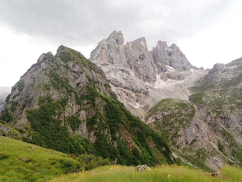 Campanili dei Lastei, Cima Campido e Focobon e rocce vulcaniche