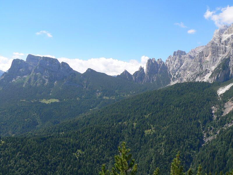 Il Monte Framont, a sinistra, dal Col Menadar - Proff. Bertini