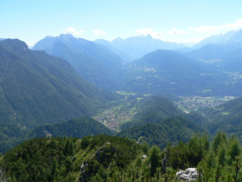 La Valle Imperina vista dal Col Menadàr corrispondente alla Faglia della Valsugana - Proff. Bertini
