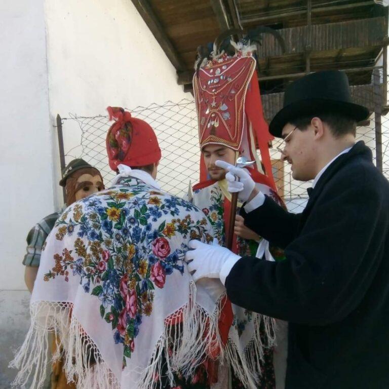 Capobàl, Matacìnch e Lachè di Laste