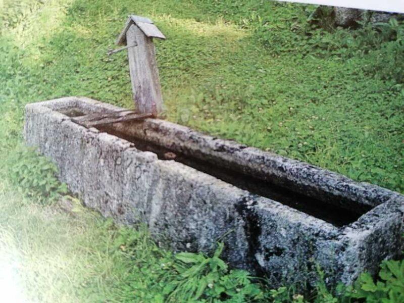 Antica fontana nella frazione di Chioit - Cencenighe Agordino
