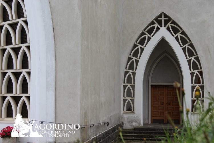 La chiesa neo gotica di S. Nicolò opera di Ohannes Gurekian