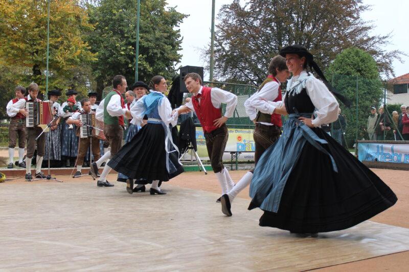 Gruppo Folk Marmolèda - Grop de Bal Marmolèda Rocca Pietore